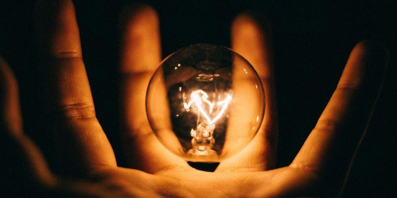 ilustrasi sumber listrik genset jakarta